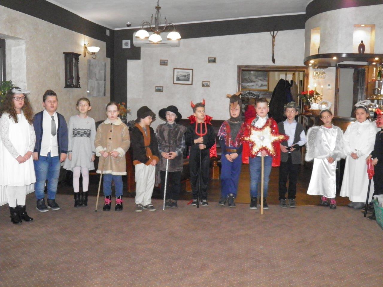 Występ dzieci ze Szkoły Podstawowej w Zielonejgórze